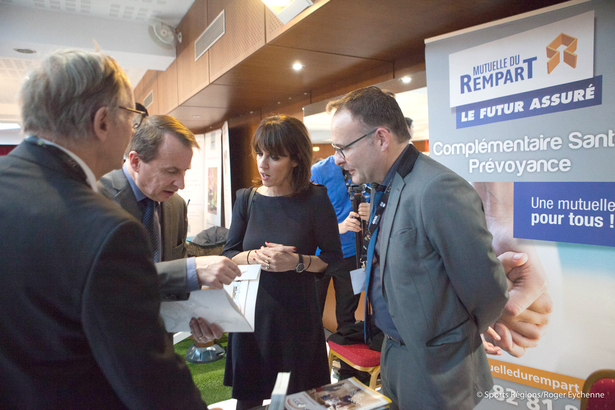 Mme Arribagé, M. Boué et Claude Baigts au stand de la Mutuelle du Rempart